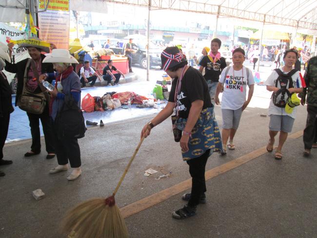 Bangkok_blockade_04