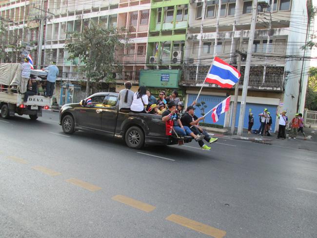 Bangkok_blockade_08