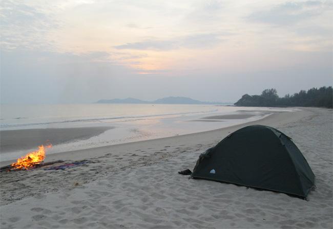 Laem_Mae_Phim_Beach_at_sunset