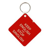 сувенир-брелок для ключей с популярной в Сингапуре фразой Keep English and Stop Singlish (требование изъясняться по-английски, а не на синглиш)