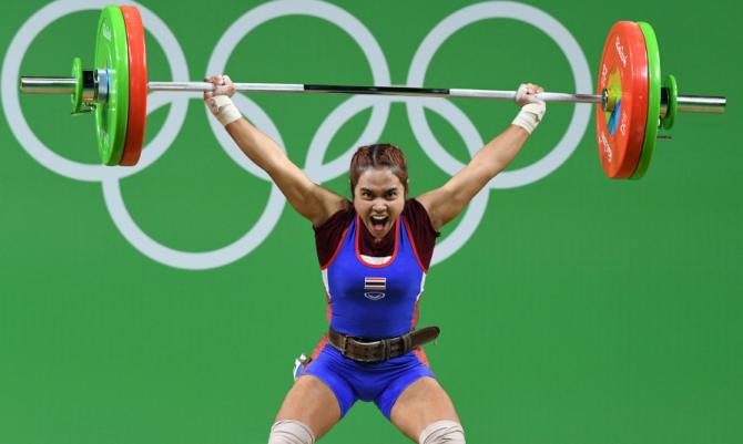 Сопита Танасан, тайская спортсменка, выигравшая золотую медаль на Олимпиаде в Рио-2016 в результате соревнований в тяжёлой атлетике