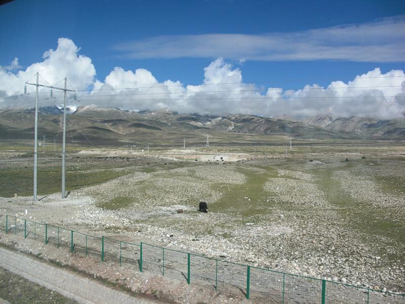 Вид из окна поезда Лхаса-Пекин, где-то в Тибете