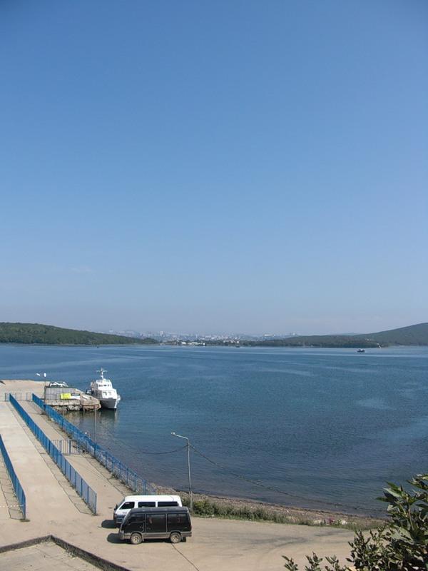 вид на Владивосток с острова Русский