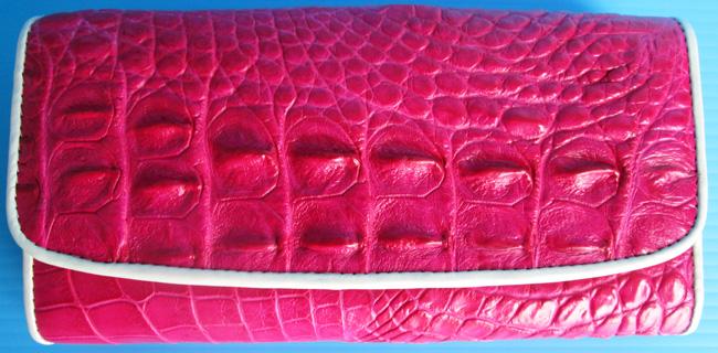 малиновый женский кошелек из кожи крокодила