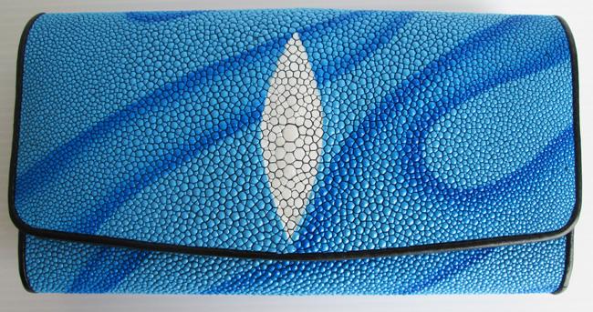 голубой женский кошелек из кожи ската