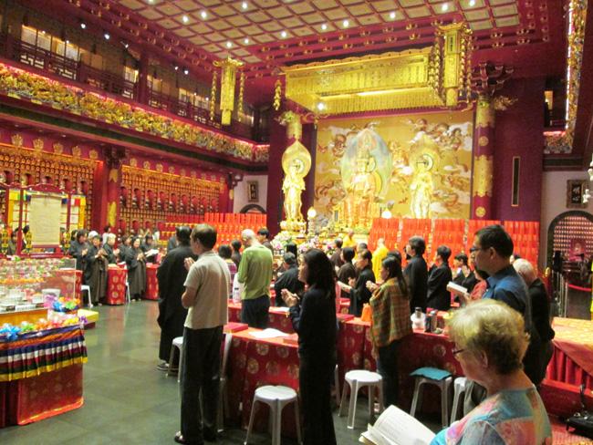 inside_chinese_pagoda_singapore