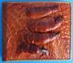 мужской светло-коричневый кошелек из кожи сиамского крокодила с лапой крокодила на фронтальной стороне