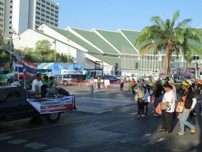 Bangkok_blockade_01