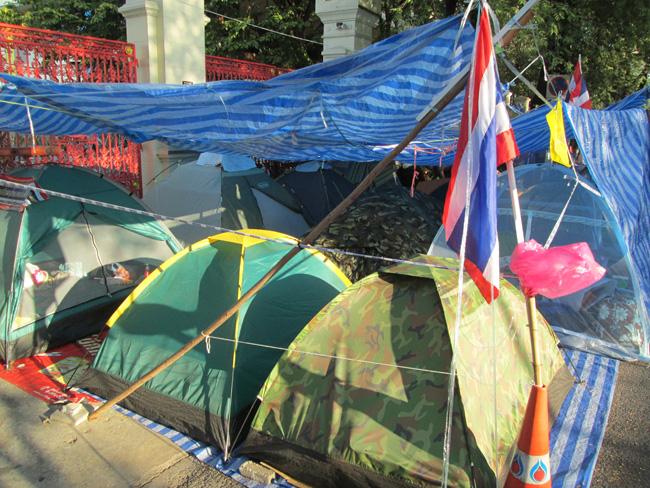 Bangkok_blockade_02