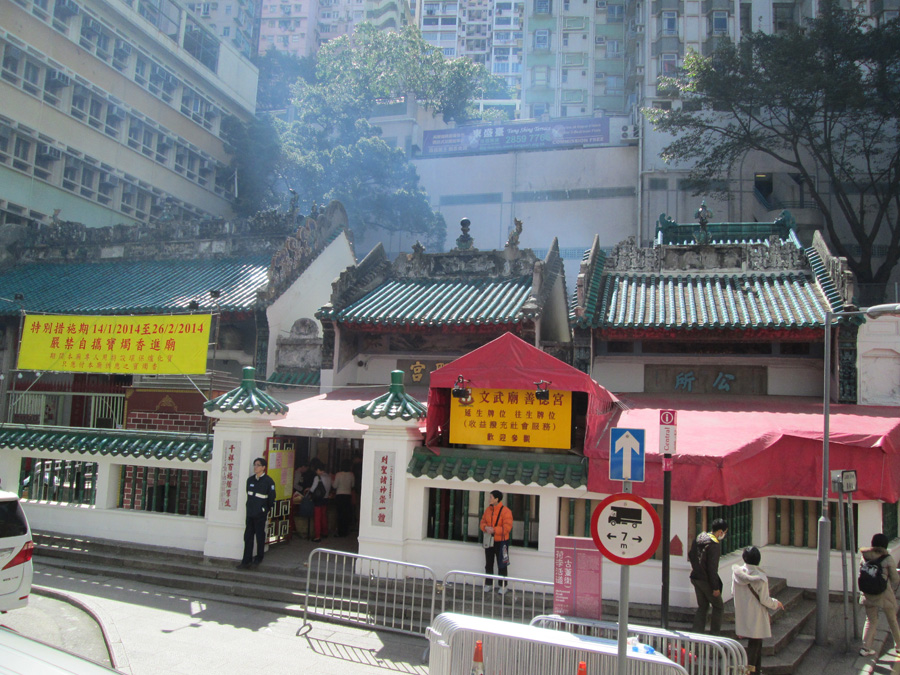китайская буддийская пагода на острове Гонконг