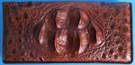 темно-коричневый женский кошелек из кожи сиамского крокодила с шестью характерными шейными выростами на фронтальной части изделия