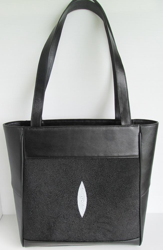 черная женская сумка из кожи морского ската