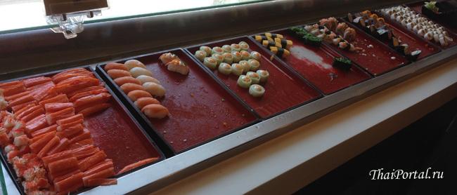 отдельная полка в буфете Шабуши с суши, сашими и другой японской закуской
