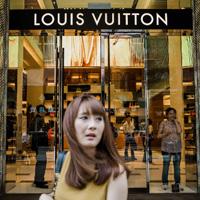 Louis Vuitton в Китае, как и другие западные продавцы роскоши сокращают свое присутствие в стране из-за охлаждения китайской экономики и падения спроса из-за борьбы с коррупцией в среде китайского чиновничества