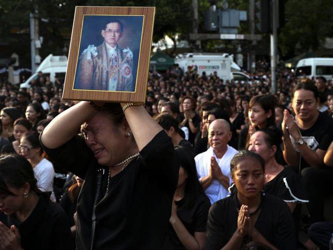 Таиланд оплакивает смерть любимого короля. Пхумипон Адульядет умер в четверг, 13-го октября 2016, на 89-ом году жизни
