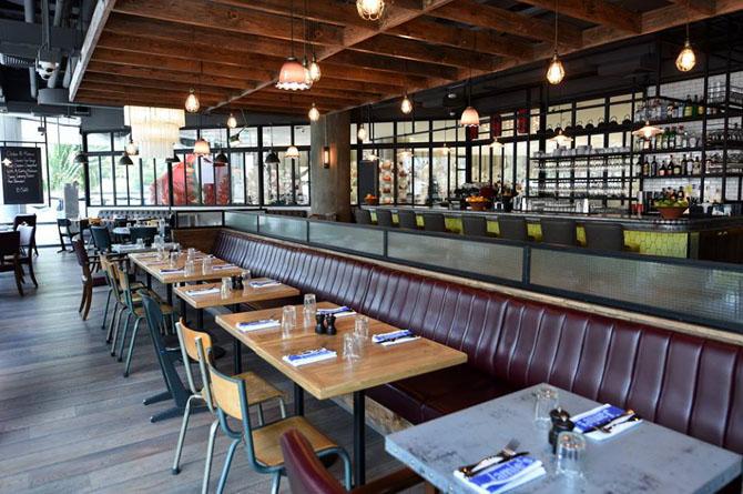 обстановка внутри недавно открытого в январе 2017 года ресторана сети Jamie's Italian в Бангококе, частью глобальной ресторанной франшизы, чьим основателем является Джейми Оливер