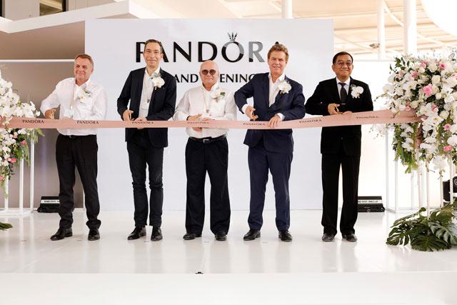 церемония открытия новой ювелирной фабрики PANDORA в провинции Лампхун на севере Таиланда