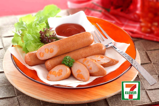 еда в тайских магазинах 7-Eleven - сосиски со специями