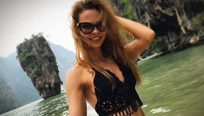 Настя Рыбка позирует в Таиланде, приехав туда для участия в секс-тренинге, который организовал Алекс Лесли