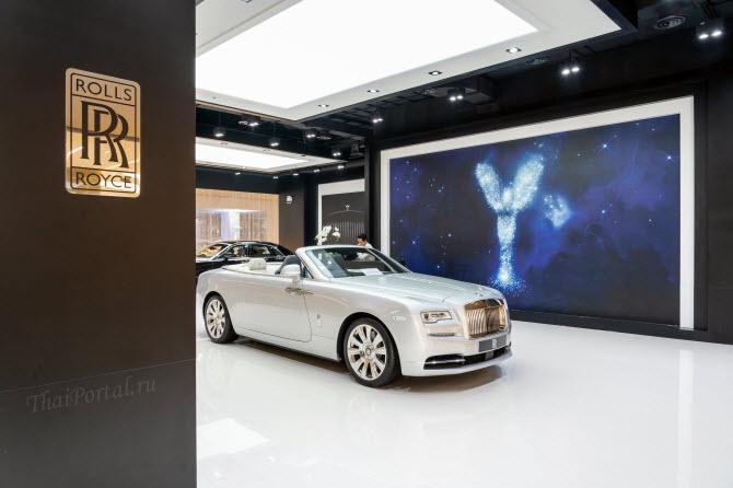 Шоу-рум Rolls-Royce в ТЦ IconSiam в столице Таиланда Бангкоке