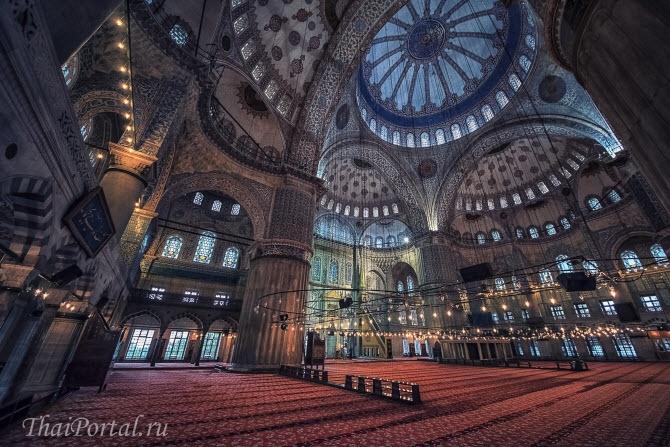 внутри голубой мечети в Стамбуле, Турция