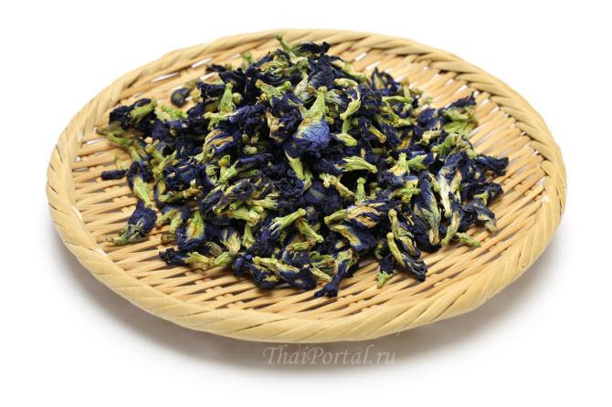 высушенные цветки клитории тройчатой, из которых заваривается тайский синий чай анчан